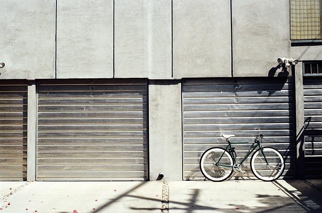 Stavebná úprava garáže pre montáž rolovacej garážovej brány